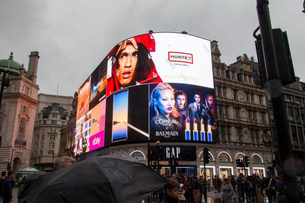 Daktronics curved digital billboard | Billboard Insider™